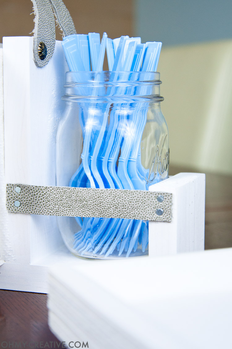 Get ready for lots of outdoor entertaining with this easy DIY silverware holder. A wooden frame is accented by leather and mason jars. OHMY-CREATIVE.COM | Utensil Holder | Silverware Caddy | Free Build Plans | Scrap Wood Ideas | Mason Jar Crafts