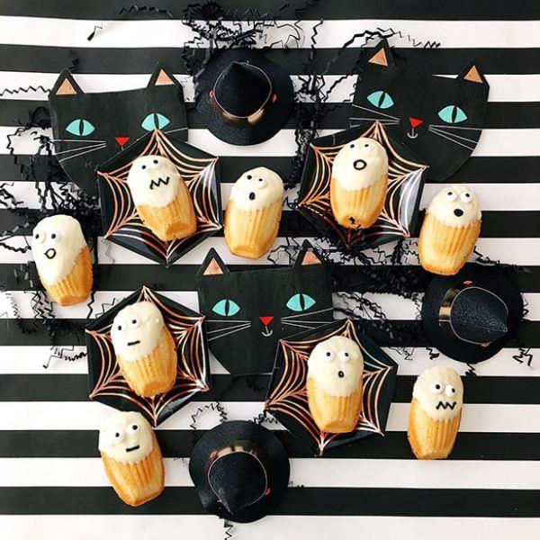 Oh-My Creative | Creative Halloween Treats | Halloween Snacks | Halloween Desserts | DIY Desserts | Fall Desserts | Fall Recipes | Kid Treats | Ghost Treats |