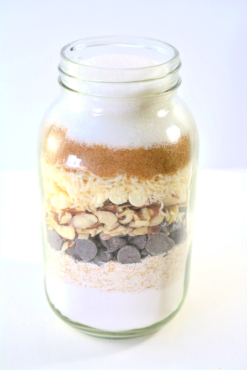 This Oatmeal Chocolate Chip Cookie Mix in a Jar makes the perfect cookies in a jar gift. An easy Christmas gift idea for friends, teachers and neighbors. OHMY-CREATIVE.COM #cookiemixinajar #giftinajar #masonjargiftidea #christmasgiftidea #recipesinajar