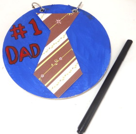 Round notepad with Father's Day saying on the front adorned with a tie