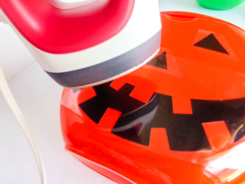 Use the EasyPress Mini to affix the designs onto the front side (the flattest side) of each laundry bucket.