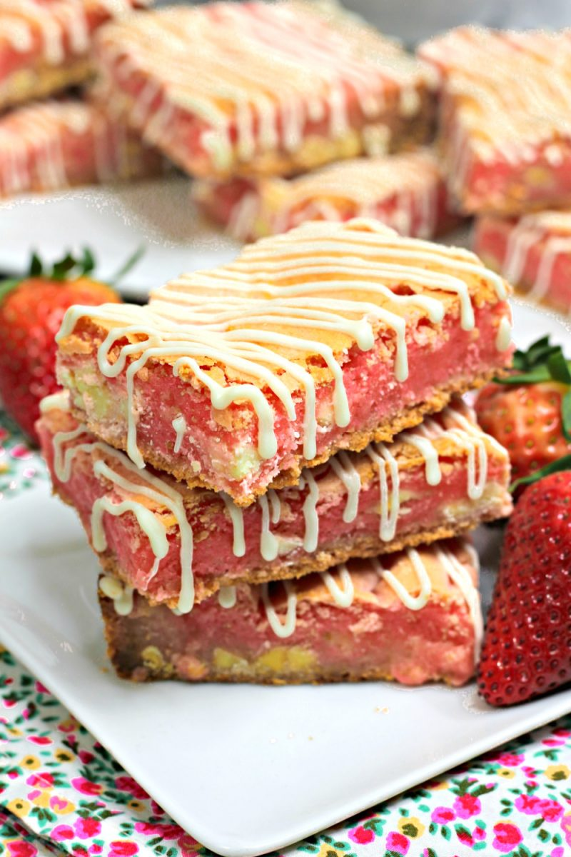 These strawberry cookie bars have 3 incredible and rich layers. It tastes like a strawberry shortcake and can feed a crowd!