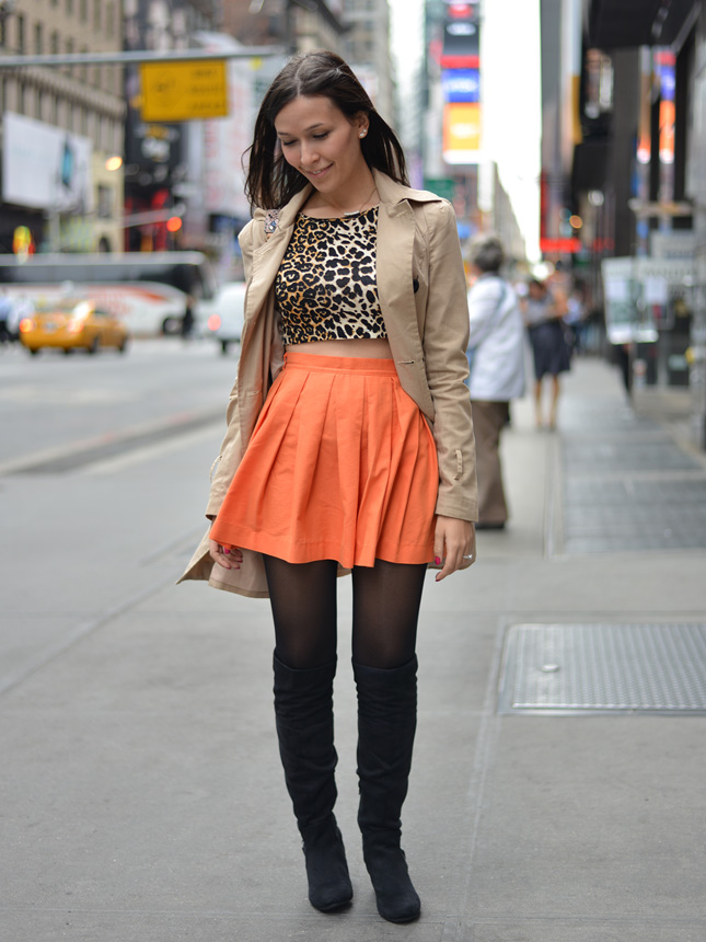 nyc nova york look do dia blog de moda oh my closet via gem dica de look ny saia laranja blusa oncinha trench coat over the knee renner aldo