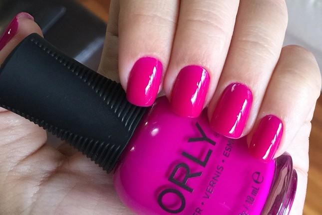 O Purple crush da orly muda muito no soll. A blogueira Mônica Araújo mostra pra vocês.