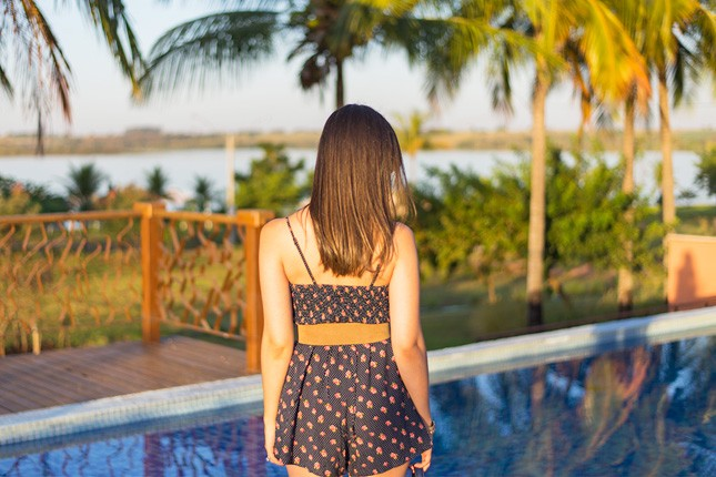 Perfeito para o verão: macaquinho estampado! A top blogger Mônica Araújo montou um look ótimo para o verão, confira no blog Oh My Closet!