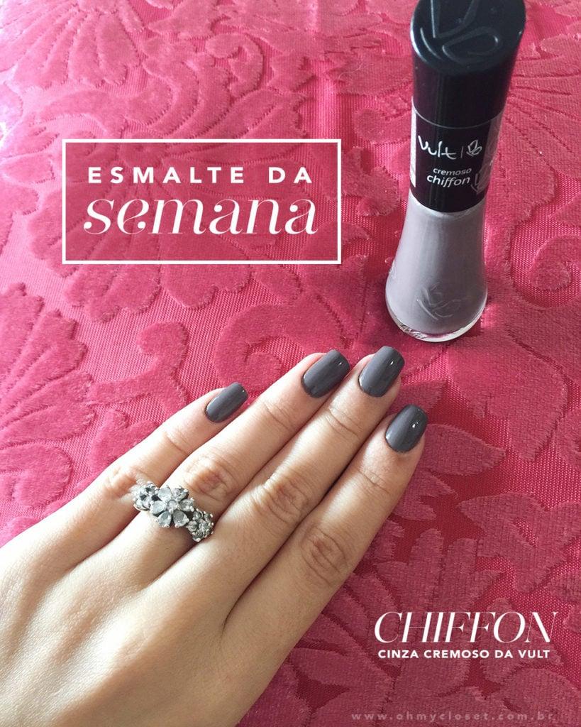 O Chiffon Vult é um cinza muito elegante, perfeito para o inverno. Veja nas mãos da top blogger Mônica Araújo.