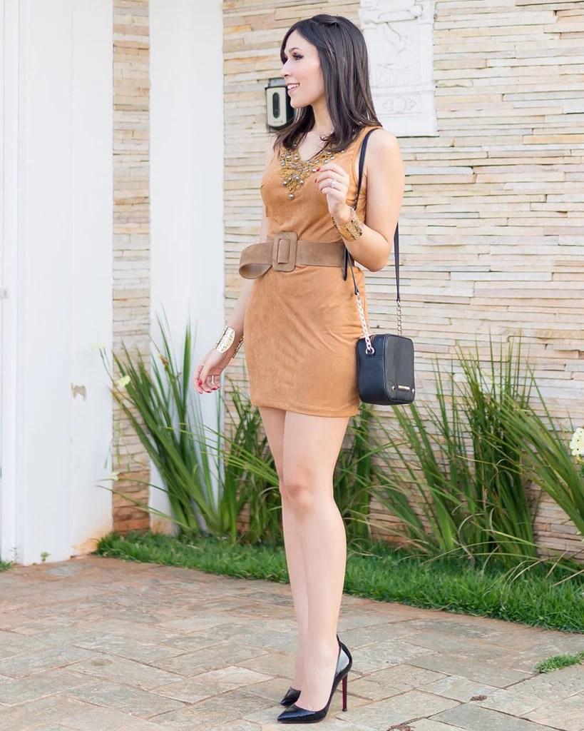 Vestido de Suede no look do dia da blogger Mônica Araújo para Ypslon Atacado. Veja as tendências do verão 2017 no Oh My Closet!
