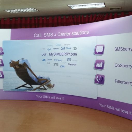 Curved-Waveline-Tradeshow-Display