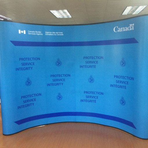 Tradeshow-Magnetic-8x10-curved-display