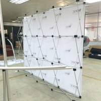 Retractable backdrop stand