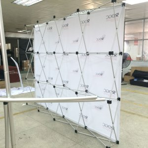 Retractable backdrop stand