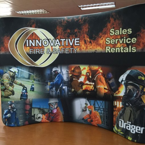Curved-8-x-10-tradeshow-backdrop-wall