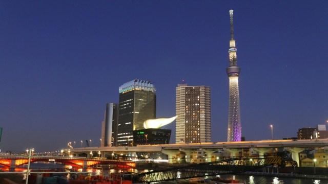 Tokyo Zukunft: Blick von Asakusa auf Skytower und Asahi Brauerei