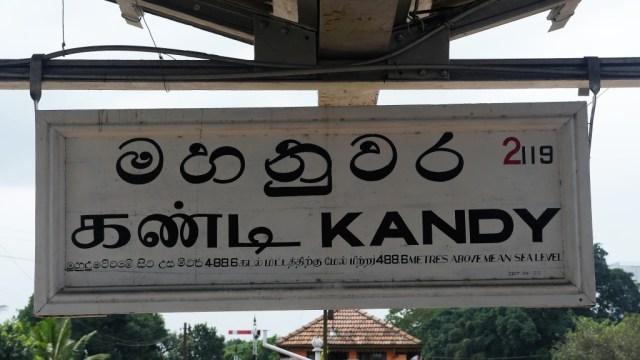 Mit Buss und Bahn durch Sri Lanka: Bahnhof Kandy