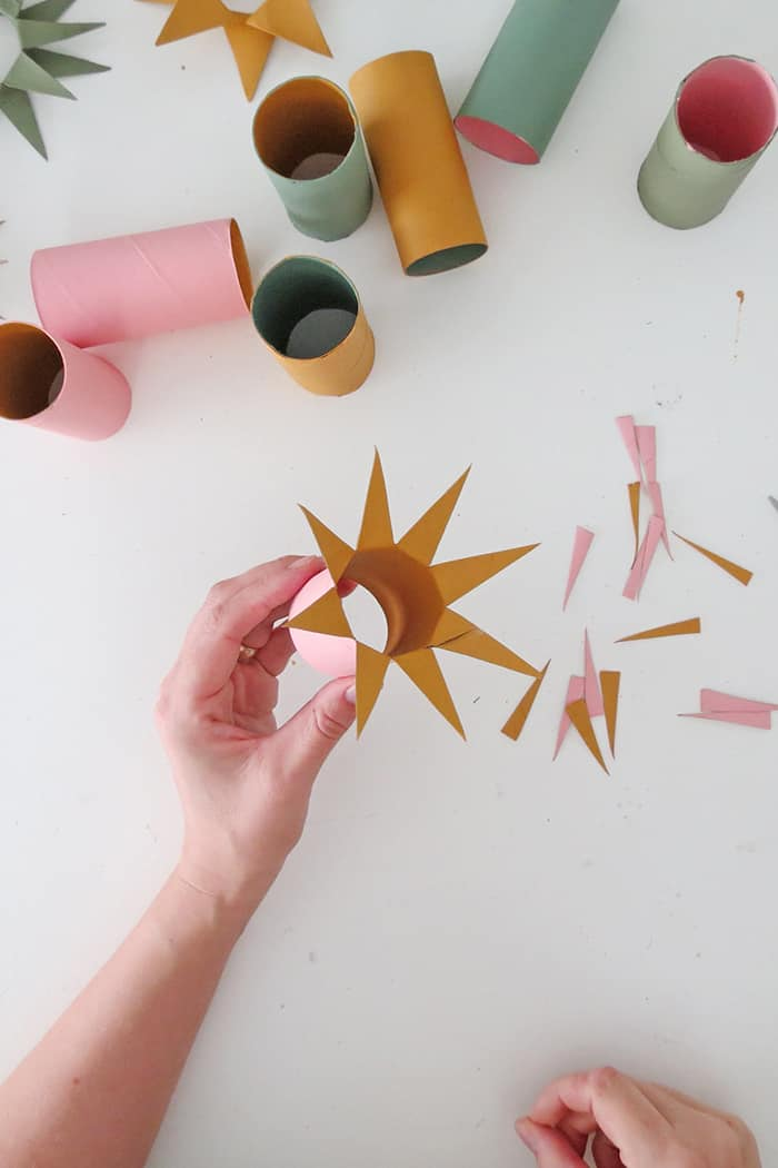 make christmas decoration with toilet roll