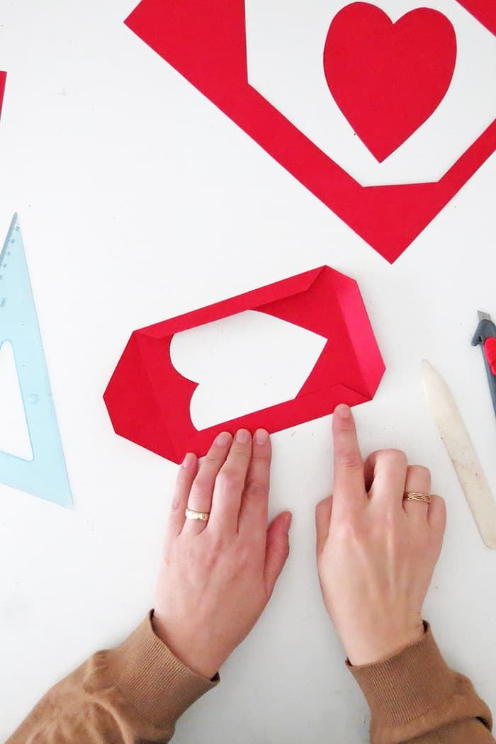 cut the frond shape of the diy paper frame