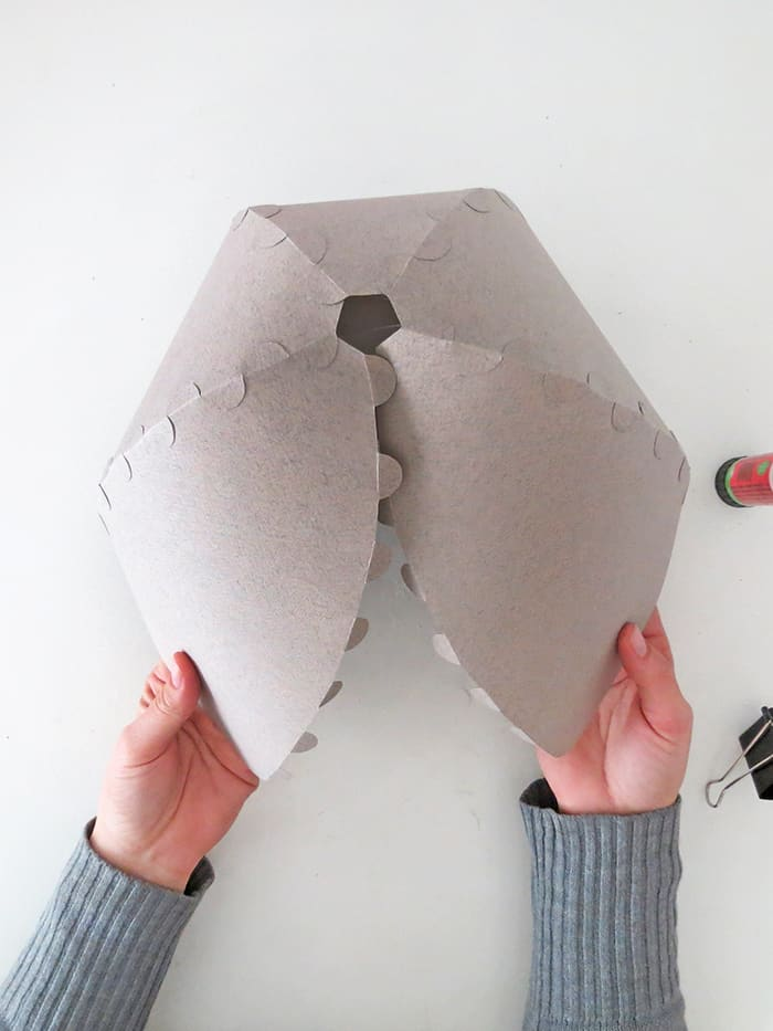 glue 5 pieces togheter to make the diy paper lampshade