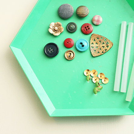 DIY  //  BUTTON THUMB TACKS