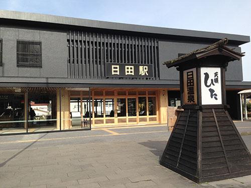 リニューアルした日田駅。