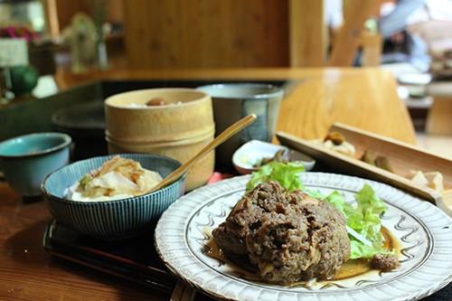 「しゃものハンバーグ膳」/ 1,000円