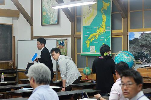 昭和の学校を再現した教室での座学でした。
