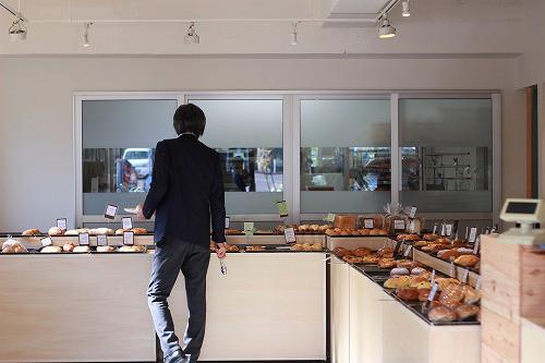 かなりカッコいい、空間デザインの整ったパン屋さん
