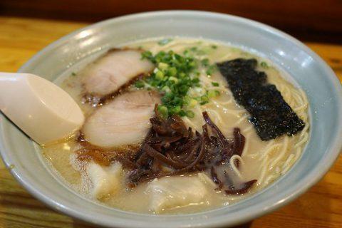雲吞麺 / 850円
