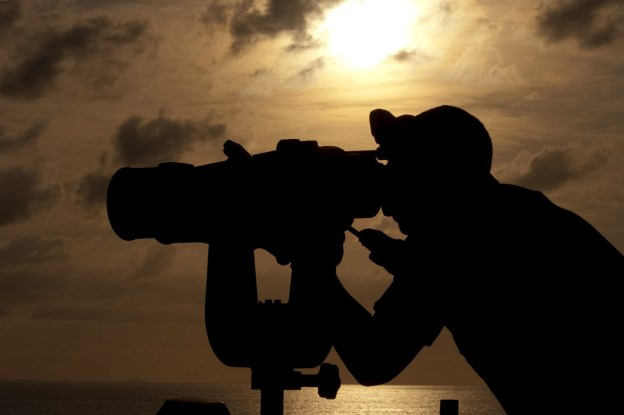 navy-binoculars-760438_1280
