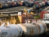 Oil Trains Make Comeback as Pipeline Bottlenecks Worsen