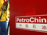 (FILES) This file photo dated 08 September, 2004 shows a PetroChina gas station attendant in Beijing returning the nozzle at the pumps.  Fidelity Investments, the world's largest mutual fund firm, has sold the bulk of its American Depositary Receipts (ADR) in PetroChina amid pressure from United States activists upset over its parent's interests in Sudan, reports said 17 May 2007.  AFP PHOTO / FILES / Frederic J. BROWN