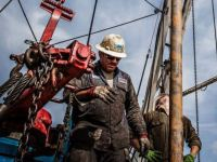 Rig Count Sinks Beneath a Milestone Marker