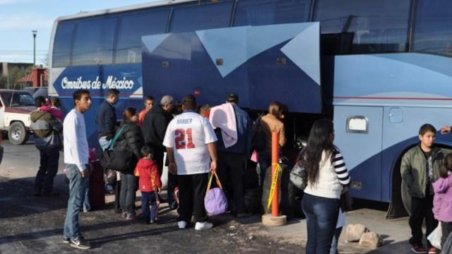 Abordando autobús