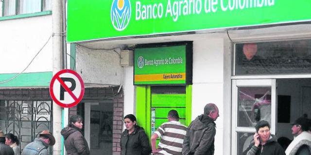 'enloquece' cajero automático en Colombia