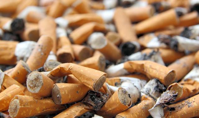 Colillas de cigarro en las calles