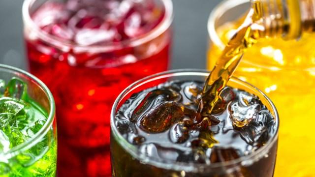 Prefieren consumir refresco y bebidas saborizadas pese a impuestos