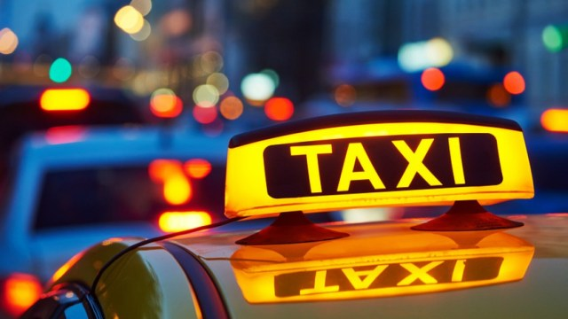 Taxista cobra pasaje con conversaciones de literatura