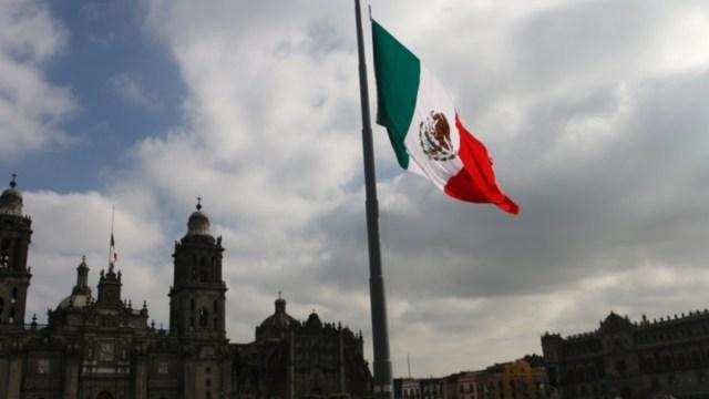 Imagen: La bandera de México ondea en la capital del país, 25 de octubre de 2019 (Imagen: Especial)