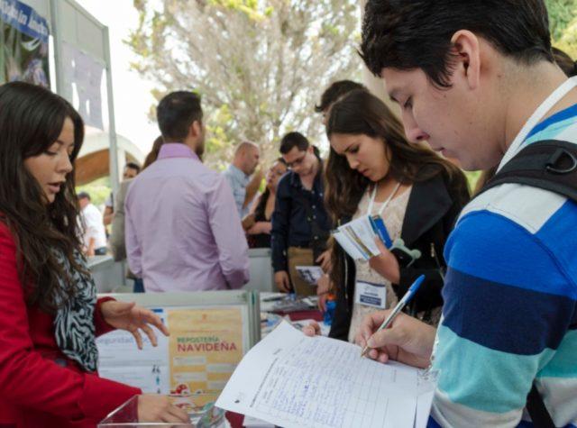 28 de noviembre de 2019, Carlos Slim jóvenes universitarios trabajo, Jóvenes universitarios realizan solicitud de empleo (Imagen: Especial)