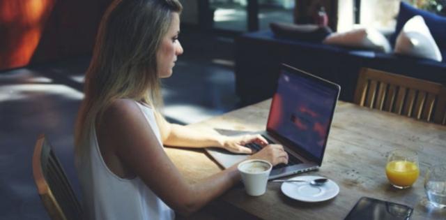 27 de diciembre 2019, Freelancer, mujer, persona, trabajando, computadora, café,trabajadora independiente
