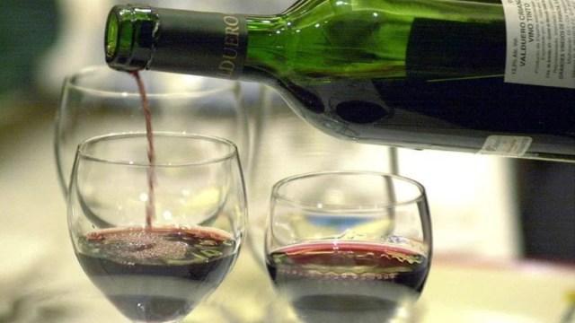 06 de diciembre 2019, Membresía de botellas de vino, botellas de vino, copas, vino, bebidas