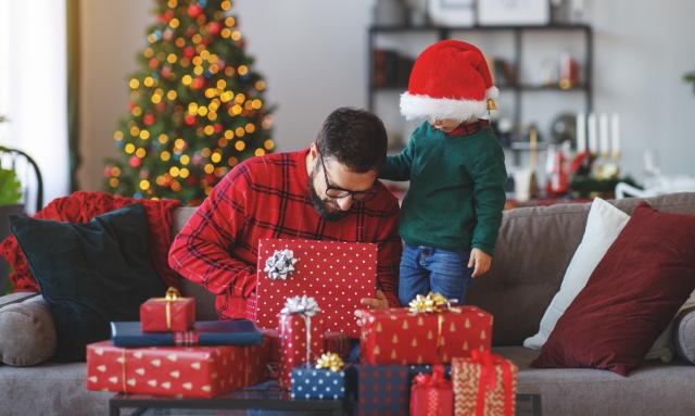 04 diciembre 2019, mexicanos gastan 12% más en regalos de navidad, regalos, navidad, familia, niño, señor, regalo, intercambio