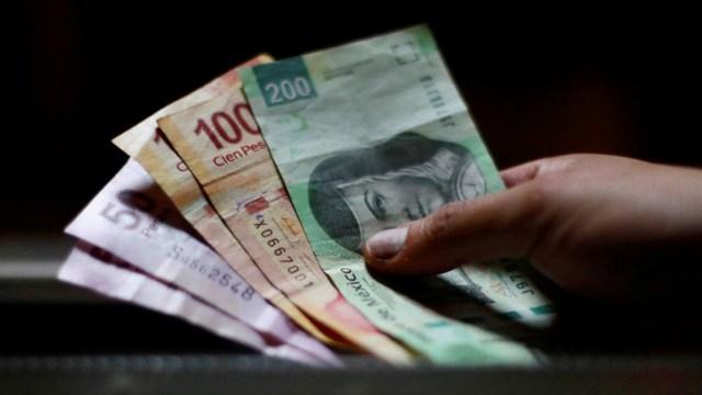11 de diciembre 2019,Pagos de contado o a crédito, billetes, dinero, efectivo, pago en efectivo