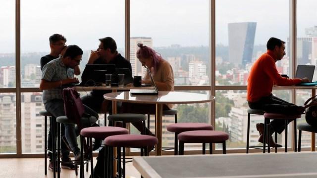Panorama laboral para los millennials en 2020, millennials, trabajadores, jóvenes, empleados, oficinas, trabajo, crecimiento profesional, panorama laboral