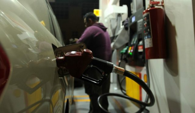 2 de diciembre de 2019, gasolina, venta, profeco, un automóvil se abastece de gasolina (Imagen: Especial)