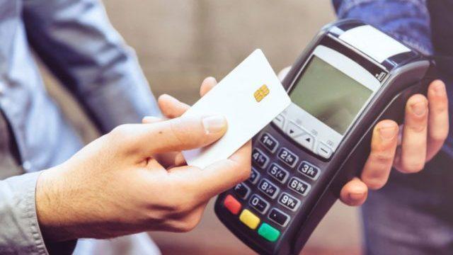 tarjeta, tarjeta débito, tarjeta crédito, qué pasa si pago con débito como si fuera crédito