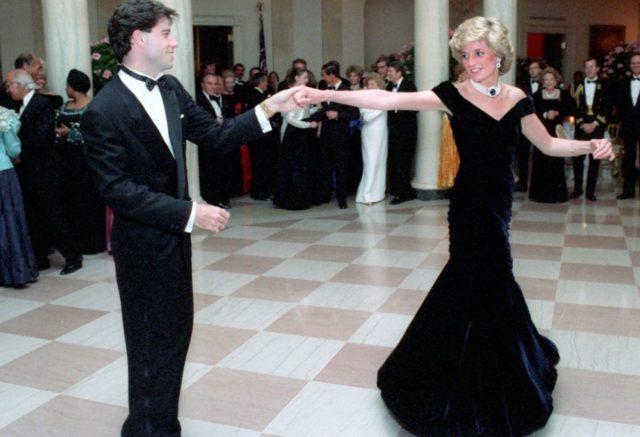 9 de diciembre de 2019, subasta, vestido Lady Di, Travolta, la princesa Diana bailó junto a John Travolta en la Casa Blanca en 1985 (Imagen: Especial)