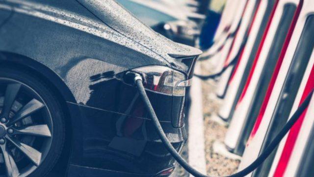 20 de diciembre de 2019, autos eléctricos, dinero, vehículos eléctricos estacionados (Imagen: Especial)