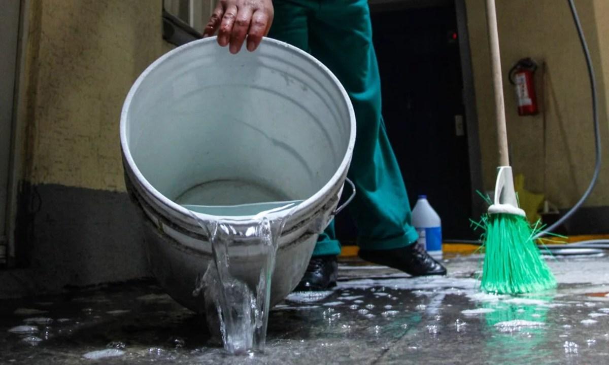 20 de enero 2020, Aumento en el costo del agua, Agua, Cubeta, Escoba, Costo de agua, Tarifa de agua