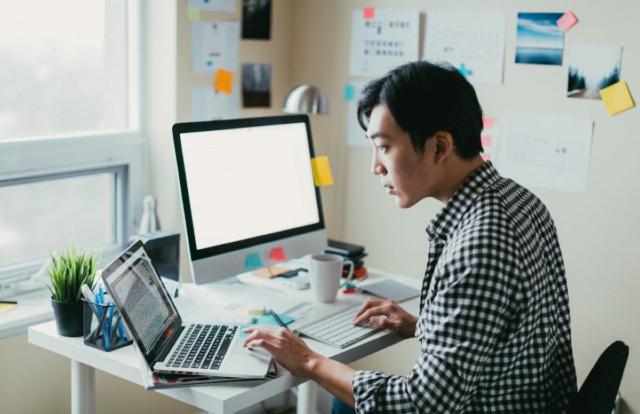 06 de enero 2020, Finanzas personales, persona, hombre, trabajador, computadora, empleo independiente