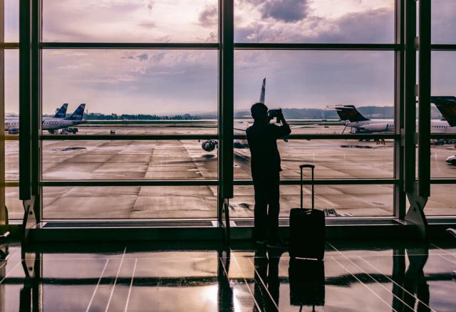 Pasos para tramitar la visa, Aeropuerto, Persona, Maleta, Aviones, Viajes